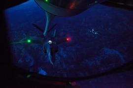 Sikeres éjszakai tankolás az F–35-össel
