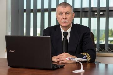 Pilóta felügyeli a szakszó-engedélyezést