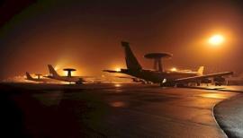 A honvédelmi miniszter a NATO AWACS-bázisán