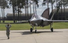 Észtországba repült két amerikai F–35-ös Angliából