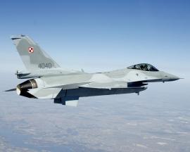 Először adnak éles készültséget lengyel F–16-osok a Baltikumban