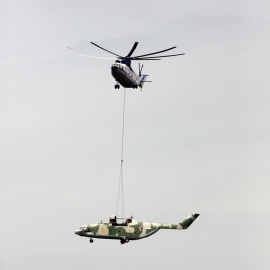 Amikor egy Mi–26-os nehézhelikopter repít egy Mi–26-os nehézhelikoptert