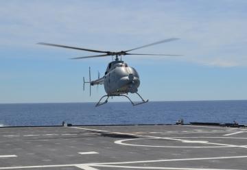 Első ízben repült a Fire Scout autonóm helikopter egy hordozó fedélzetéről