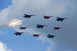 Győzelem napi légi parádé a Vörös tér felett
