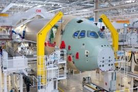 Megkezdődött az első A350 XWB összeszerelése - A jövő szuperszéles törzsű gépe formát ölt