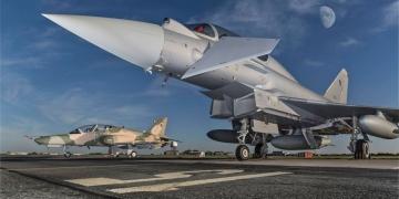 Bemutatták az ománi Eurofightereket és Hawkokat